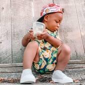 👟𝐁𝐮𝐭𝐲 𝐝𝐳𝐢𝐞𝐜𝐢𝐞̨𝐜𝐞 𝐒𝐓𝐎𝐍𝐙 - 𝐧𝐚 𝐥𝐞𝐭𝐧𝐢𝐞 𝐰𝐲𝐩𝐫𝐚𝐰𝐲! Nawet najmłodsi potrzebują odpowiednich butów, żeby bezpiecznie odkrywać świat🌏 . Buty marki STONZ są zaprojektowane tak, by uwzględniać specjalne potrzeby maluchów - zapewniają solidne wsparcie delikatnym stópkom w każdych warunkach pogodowych. . Stonz Shoreline (dla dzieci 2,5 - 8 lat) - najbardziej uniwersalne i wygodne buty: można je wiele razy wsuwać i zsuwać w ciągu dnia. Część wierzchnia jest wykonana z przewiewnej tkaniny, a razem z elastyczną podeszwą tworzą lekkie i przepuszczające powietrze buty. . Stonz Cruiser (dla dzieci 6 miesięcy - 3 lata) - idealne na długie spacery lub na czas zabawy: wierzch jest wykonany z tkaniny, gumowa podeszwa jest elastyczna i zapewnia dobrą przyczepność, a dzięki zapięciu na rzep można je łatwo dopasować. Łatwy i szybki do założenia wciągany model. . ❓Czy Twoje dziecko potrzebuje pary kolorowych botków? Jeśli tak, to zapraszamy na‼️WYPRZEDAŻ‼️do STONZ – zamawiaj swoje ulubione buty w niskich cenach😉 ⬇️ www.stonzwear.pl . STONZ • Smartly designed footwear & clothing for kids