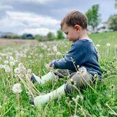 Kalosze to obowiązkowy element dziecięcej garderoby przez cały rok! . 🌿100% naturalny kauczuk 🌿miękkie i elastyczne Zalecana przestrzeń do uprawy: 10-12 mm . STONZ • Smartly designed footwear & clothing for kids . 📷 @learning.with.jack 💚